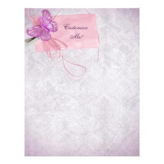 Diseño rosado bonito adaptable de la mariposa membrete personalizado