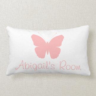 Diseño rosado de la silueta de la mariposa almohada