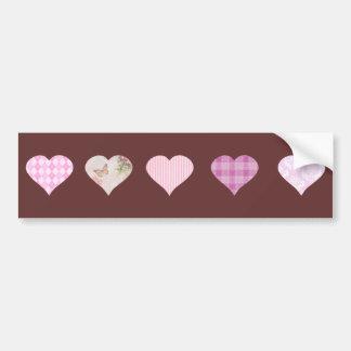 Diseño rosado del corazón del amor - marrón etiqueta de parachoque