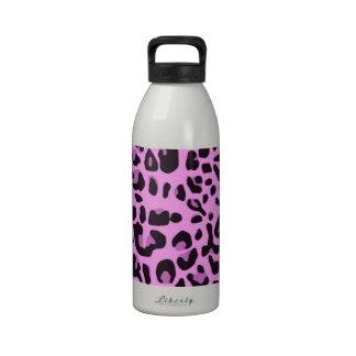 Diseño rosado del estampado de animales botallas de agua