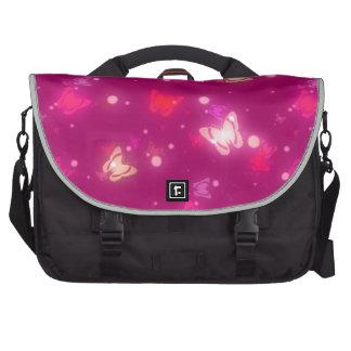 Diseño rosado magenta de las mariposas ligeras del bolsas de portátil