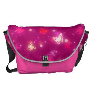 Diseño rosado magenta de las mariposas ligeras del bolsas de mensajería