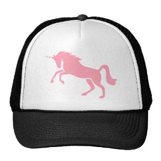 Diseño rosado mitológico griego del unicornio gorras