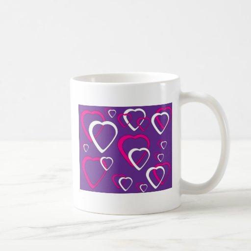 Diseño rosado y blanco del corazón del recorte taza