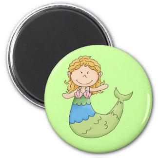 Diseño rubio lindo de los pescados del chica de la imán redondo 5 cm