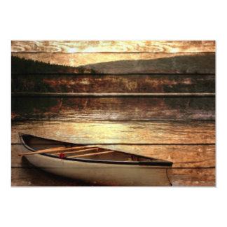 Diseño rústico del viaje de la canoa de la montaña invitaciones personales