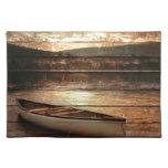 Diseño rústico del viaje de la canoa de la montaña manteles