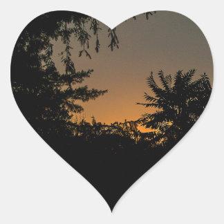 Diseño soñador de la puesta del sol pegatina de corazón