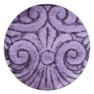 Diseño tallado flor de lis en púrpura bonita plato