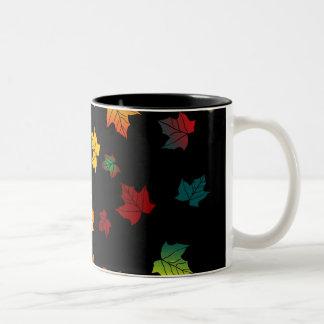 diseño trasero de las hojas de otoño del negro taza dos tonos