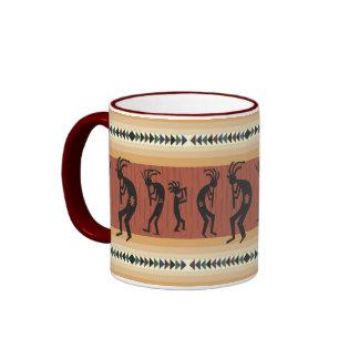 Diseño tribal de Kokopelli Taza De Dos Colores