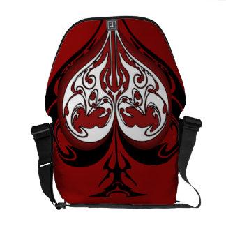 Diseño tribal de la espada y del corazón bolsa messenger