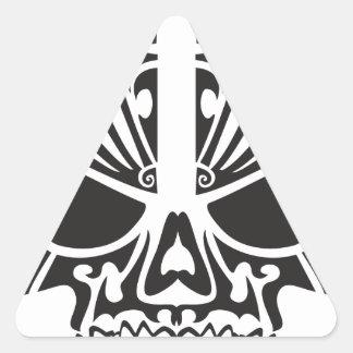 Diseño tribal del cráneo pegatinas de triangulo