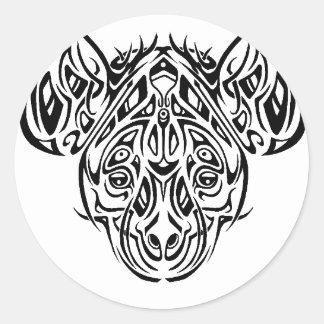 Diseño tribal del Hyena de Nire Etiquetas Redondas
