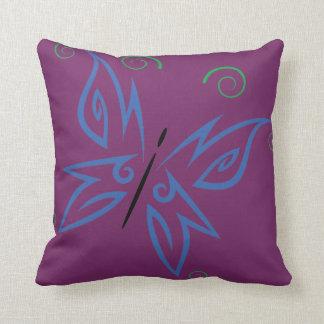 Diseño tribal del tatuaje de la mariposa verde cojín