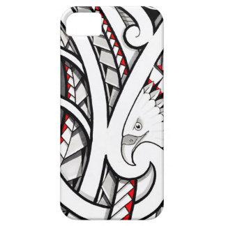 Diseño tribal del tatuaje del águila calva en rojo iPhone 5 funda
