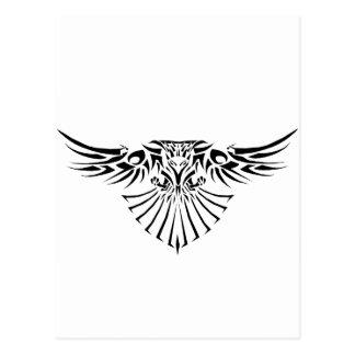 Diseño tribal del tatuaje del halcón postal
