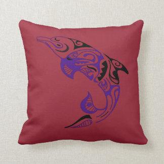Diseño tribal negro púrpura oscuro del tatuaje del almohada