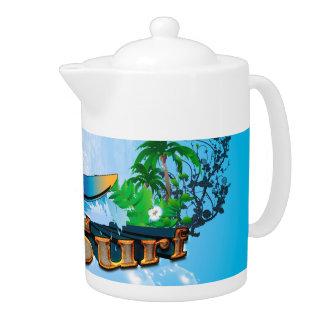 Diseño tropical con la tabla hawaiana, la palma y