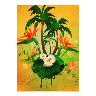 """Diseño tropical con las flores y las palmeras invitación 5"""" x 7"""""""