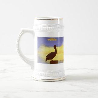 Diseño tropical Stein de la silueta del pelícano Jarra De Cerveza