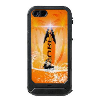 Diseño tropical, tabla hawaiana con la palma funda para iPhone 5 incipio ATLAS ID