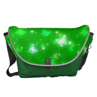 Diseño verde claro de las mariposas ligeras del re bolsas de mensajeria