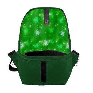 Diseño verde claro de las mariposas ligeras del re bolsa de mensajeria