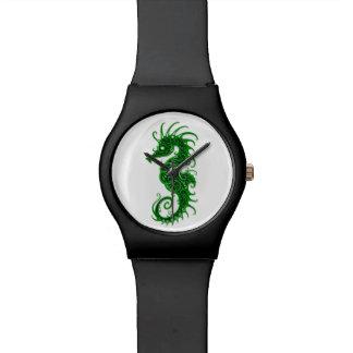 Diseño verde complejo del Seahorse en blanco Relojes De Pulsera