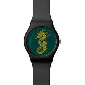 Diseño verde de oro complejo del Seahorse Reloj