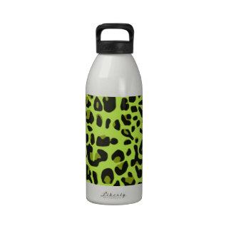 Diseño verde del modelo del estampado de animales botella de agua reutilizable