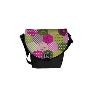 Diseño verde rosado bonito del edredón de remiendo bolsas de mensajería
