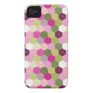 Diseño verde rosado bonito del edredón de remiendo iPhone 4 Case-Mate coberturas