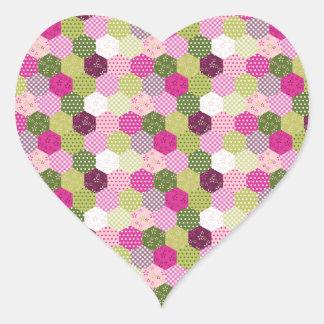 Diseño verde rosado bonito del edredón de remiendo pegatina en forma de corazón
