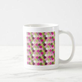 Diseño verde rosado bonito del edredón de remiendo taza de café