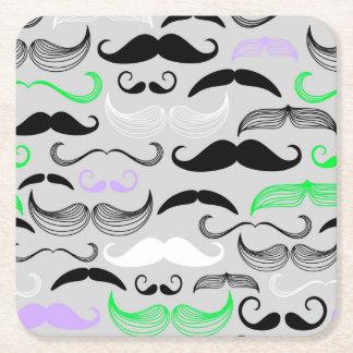 Diseño verde y púrpura del bigote posavasos de cartón cuadrado