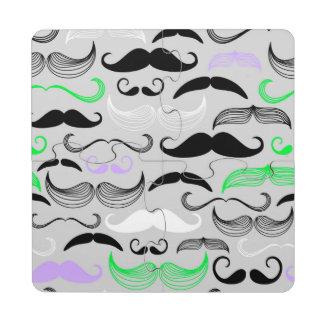 Diseño verde y púrpura del bigote posavasos de puzzle