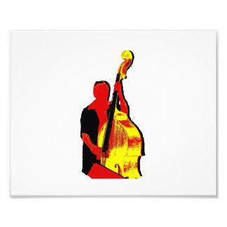 Diseño vertical de la imagen del bajista rojo y am foto