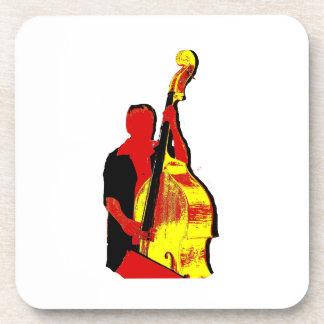 Diseño vertical de la imagen del bajista rojo y am posavaso