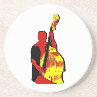 Diseño vertical de la imagen del bajista rojo y am posavaso para bebida