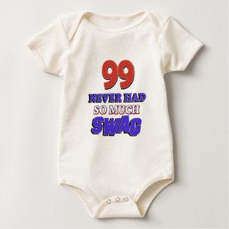 diseños 99 años trajes de bebé