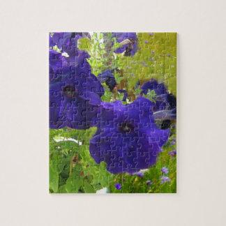 Diseños de color morado oscuro de la petunia puzzles