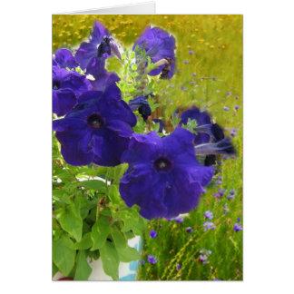 Diseños de color morado oscuro de la petunia tarjeta de felicitación