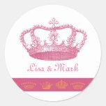 Diseños de la corona - rosa pegatina redonda