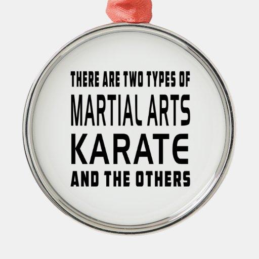 Diseños de los artes marciales del karate adorno navideño redondo de metal