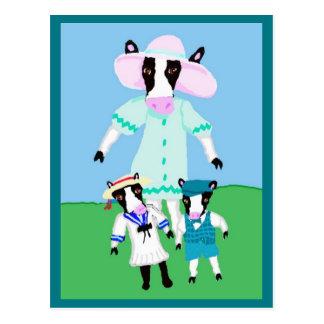 Diseños de Moohug con la mamá Cow y becerros Tarjetas Postales