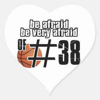 Diseños del baloncesto del número 38 pegatinas corazon