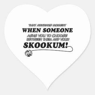 Diseños del gato de SKOOKUM Pegatina En Forma De Corazón
