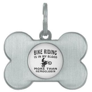 Diseños del montar a caballo de la bici placa de nombre de mascota