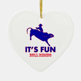 diseños del montar a caballo del toro adorno navideño de cerámica en forma de corazón